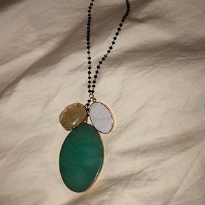 Tri stone beaded/gold necklace.